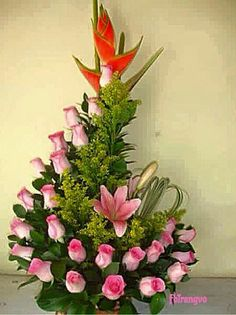 Resultado de imagem para arranjos florais para igreja