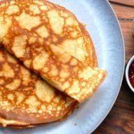 Her er mormors pandekage opskrift, som jeg synes er verdens bedste pandekager. Pandekagerne bages tynde og sprøde, og opskriften giver 16 stk. Jeg synes det her er verdens bedste pandekage opskrift, og som mormor har lavet dem. Det er en klassisk opskrift med æg, mel, mælk, sukker og smør - og så er der tilsat... Se mere Hele opskriften Mormors pandekage opskrift (tynde pandekager) kan ses her Madens Verden. Bento, Cooking Cookies, Cook N, Danish Food, Pancakes And Waffles, Crepes, Brunch, Sweets, Snacks