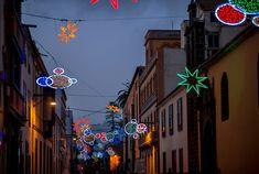 Navidad en Tenerife, de compras en La Laguna, Islas Canarias // Christmas in Tenerife, shopping in La Laguna, Canary Islands // Weihnachten auf Teneriffa, einkaufen in La Laguna, Kanarische Inseln #VisitTenerife Tenerife, Broadway Shows, Shopping, Canary Islands, Architecture, Xmas, Art, Iceland Christmas, Vacation Places