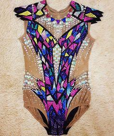 Купальник для красотки Василины Дизайн выполнен по желанию клиента. #kolibrichel74 #челябинск #chelyabinsk #художественнаягимнастика…