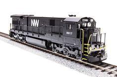 GE C30-7, N&W #8017, Black with White