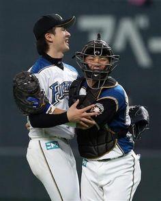 Naoyuki Uesawa and Kensuke Kondo (Hokkaido Nippon-Ham Fighters)