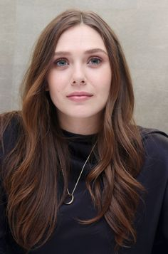 May 'Godzilla' Press Conference - 009 - Elizabeth Olsen Source / Photo Archive Elizabeth Chase Olsen, Elizabeth Olsen Scarlet Witch, Mary Kate Ashley, Scarlet Witch Marvel, Olsen Sister, Actrices Hollywood, Beautiful Actresses, Hair Inspiration, Hair Makeup
