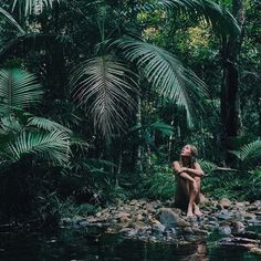 I thought that this looked like Alexi in the jungle, but also a great example… Shooting Photo, Foto Art, Foto Pose, Jolie Photo, Adventure Is Out There, Photos Du, The Great Outdoors, Summer Vibes, Photography Poses