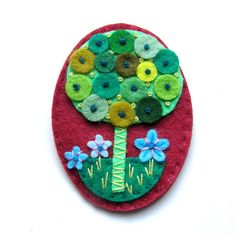 broche ~ #inspiration I like the felt leaf dots...also think it would be a cute way to use some of my teensy buttons I was given. :)
