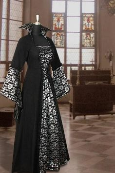 High-collared robes with blossom-print sleeves and panel