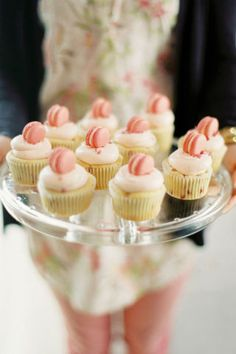 Wedding experts at Style Me Pretty put together the best treats for your wedding: