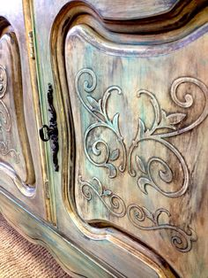 Love this finish from American Paint Company - Painted Past in New Jersey painted this using Limoges, Peacock, and Brown and Black Glaze.