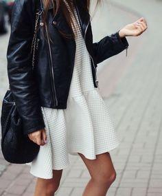 Comprar ropa de este look: https://lookastic.es/moda-mujer/looks/chaqueta-motera-de-cuero-negra-vestido-casual-con-relieve-blanco-mochila-con-cordon-de-cuero-negra/21275   — Chaqueta Motera de Cuero Negra  — Vestido Casual con Relieve Blanco  — Mochila con Cordón de Cuero Negra