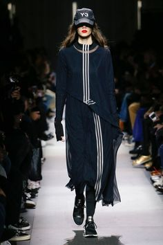 The complete Y-3 Fall 2018 Menswear fashion show now on Vogue Runway.