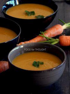 Καθώς είχα βυθίσει το χέρι μου μέσα στο τεράστιο σακί του μανάβικου και διάλεγα καρότα για τη σούπα, έπιασε το χέρι μου ένα αλλιώτικο καρότο. Στο ίδιο κλωνάρι υπήρχαν δυο ξεχωριστά καρότα ενωμένα σαν