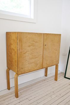 cocktail cabinet by architect Alvar Aalto Finland Small Furniture, Wood Furniture, Modern Furniture, Furniture Design, Architecture Organique, Interior And Exterior, Interior Design, Alvar Aalto, Mid Century Furniture