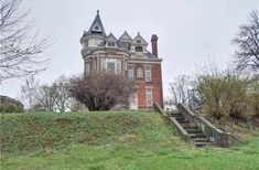 1889 Queen Anne - Atchison, KS - $259,000 - Old House Dreams Edwardian House, Victorian Homes, Dream House Exterior, House Exteriors, Slate Roof, Cottage Farmhouse, French Chateau, Old House Dreams, Stained Glass Windows