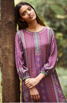 Kurti Sleeves Design, Kurta Neck Design, Sleeves Designs For Dresses, Stylish Dress Designs, Stylish Dresses, Simple Dresses, Beautiful Pakistani Dresses, New Designer Dresses, Embroidery Suits Design