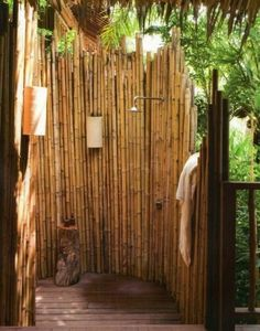 Creative Rustic Bamboo Privacy Screen For Modern Outdoor Shower, Use of Rustic Wooden Floor & Stone lamps; Garden Ideas with Shower - Create an extraordinary outdoor area - Garden Design Ideas Install shower in the garden garden ideas- Need a summer refre Outdoor Baths, Outdoor Bathrooms, Bamboo House, Bamboo Fence, Tropical Bathroom Decor, Bamboo Bathroom, Outside Showers, Outdoor Showers, Outdoor Shower Enclosure