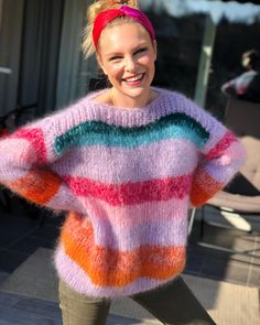twst yarn in some stripes Knitting Designs, Knitting Projects, Poncho, Mohair Sweater, Knit Fashion, Sweater Weather, Baby Knitting, Knitwear, Knitting Patterns