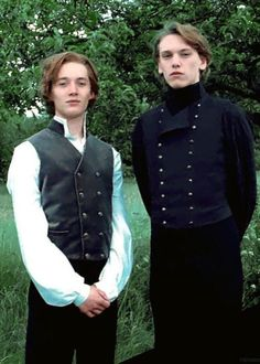 Cosplay Harry Potter Toby Regbo and Jamie Campbell Bower as young Albus Dumbledore and Gellert Grindelwald in Harry Potter and the Deathly Hallows. Harry Potter Cosplay, Harry Potter Cast, Harry Potter Characters, Harry Potter World, Young Harry Potter, Gellert Grindelwald, Crimes Of Grindelwald, Albus Dumbledore, Hogwarts