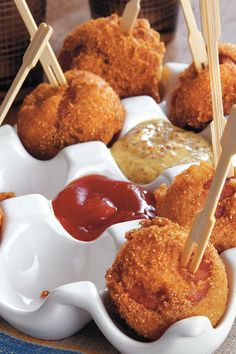 Andouille Corn Poppers - package corn muffin mix - egg - buttermilk - creole seasoning - Andouille sausage - peanut oil - creole mustard (try kielbasa chunks instead of sausage) Tailgate Appetizers, Tailgating Recipes, Tailgate Food, Appetizers For Party, Appetizer Recipes, Parties Food, Appetizer Ideas, Creole Recipes, Cajun Recipes