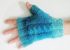 Mitaines bleu-turquoise, tricotées-main, fil laine et acrylique.