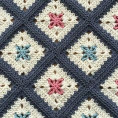 "433 Beğenme, 3 Yorum - Instagram'da Hülya Özdemir (@ozdemirhulya): ""#handmade #crochet #manta #blanket #almofadas #pillow #ideas #granny #grannysquare """