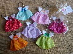 Lembrancinha Chaveiro mini vestido no Distintivos Baby Shower, Unisex Baby Shower, Cute Baby Shower Ideas, Baby Shower Crafts, Baby Crafts, Baby Shower Themes, Diy And Crafts, Baby Crib Diy, Baby Shawer