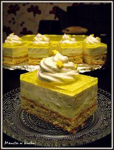 Podczas robienia tego ciasta przeniosłam się już do okresu wiosny... ten cudnie pachnący, lekki wypiek zrobił niezłą furorę wśród mojej ... Sweet Desserts, Sweet Recipes, Cake Recipes, Polish Desserts, Polish Recipes, First Communion Cakes, Cake Bars, Food Cakes, Homemade Cakes