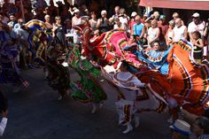 https://flic.kr/p/KnziHH | 74ème Festival Folklorique International Danses et Musiques du Monde | N'hésitez pas à consulter notre site internet www.tourisme-amelie.com  Dès le début du 20° siècle et notamment lors des fêtes du Carnaval, un groupe de jeunes gens et de jeunes filles exécutait dans les rues de la ville des danses folkloriques catalanes.  Jean TRESCASES, fondateur des Danseurs catalans d'Amélie les bains en 1935, créa en 1936 un festival folklorique des provinces françaises.  Et…