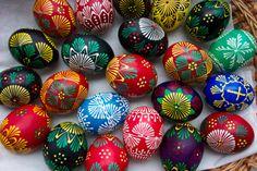 Easter Gift, Easter Crafts, Happy Easter, Egg Coloring, Coloring Easter Eggs, Diy And Crafts, Arts And Crafts, Easter Table Settings, Mandala Rocks