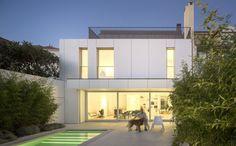 Parede 11 by Humberto Conde Arquitectos Patio Interior, White Interior Design, Facade House, Elegant Homes, White Houses, Architect Design, My Dream Home, Modern Architecture, House Design