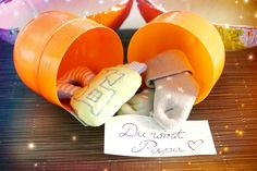 Pregnancy announcement with prepared surprise egg - 15 ideas the pregnancy . - Pregnancy announcement with a prepared surprise egg – 15 ideas to announce the pregnancy - Pregnancy Goals, Pregnancy Cravings, Birthday Rewards, Birthday Presents, Hair Rainbow, Pregnant Couple, Holiday Break, First Time Moms, Home And Deco