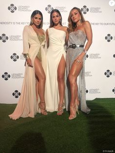 A blogueira Thássia Naves, Bruna Marquezine e Sabrina Sato capricharam na fenda para o evento de gala promovido pela fundação do ator Leonardo DiCaprio, em Saint-Tropez, nesta quarta-feira, 26 de julho de 2017