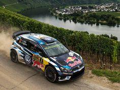 Volkswagen Polo R WRC 2016 O francês Sébastien Ogier venceu o Rally da Alemanha 9ª etapa do Campeonato Mundial de Rally @officialwrc. A prova terminou neste domingo com espanhol Dani Sordo (Hyundai New Generation i20 WRC) na segunda colocação seguido do belga Thierry Neuville (Hyundai New Generation i20 WRC). A próxima etapa seria na China mas foi cancelada. Os pilotos voltam então a disputar entre 29/9 a 2/10 no Tour de Corse na França.  #CarroEsporteClube #Volkswagen #Pol…