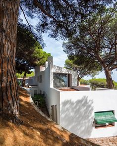 a.j.cidoncha Casa Ugalde / J.A. Coderch Agosto 2017 Spanish Architecture, Building Exterior, 1984, Homes, History, Holiday, Plants, Kitchen Dining Living, Studios