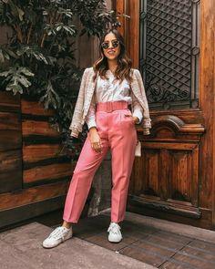 Find out where to get the pants fashion модели, мода și брюки. Fashion Pants, Look Fashion, Urban Fashion, Fashion Outfits, Womens Fashion, Fashion Trends, Pink Pants Outfit, Look Rose, Mode Streetwear