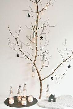 カラフルでポップなものからモノトーンのシックなものまで、クリスマスツリーに飾るオーナメントの種類もいろいろあります。最近ではアイディアを駆使してオーナメントを手作りする人も増えていますよね。