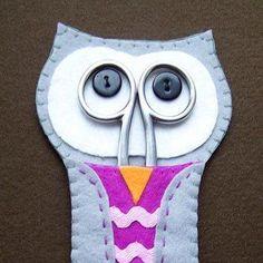 Com este simpático porta-tesoura coruja em feltro os seus momentos de execução de artesanatos ou costura ficarão ainda mais charmosos e divertidos.