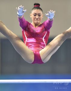 Kyla Ross of the US performs on the uneven bars during the women's all-around final at the gymnastics world championships in Nanning on October 10, 2014.(c)AFP/KAZUHIRO NOGI ▼13Oct2014AFP|【写真特集】カメラがとらえた世界体操のワンシーン http://www.afpbb.com/articles/-/3028472