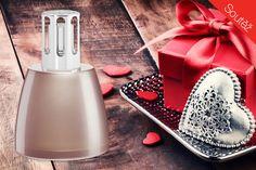 """Vůně patří k vánočním svátkům stejně neodmyslitelně, jako třeba dárky nebo cukroví. Aby byly i Vaše Vánoce krásně provoněné, přicházíme s druhou vánoční soutěží. Tentokrát si od nás jeden z Vás """"odnese""""vánoční dárkovou edici katalytické lampy Lampe Berger a náplň Cukroví z Provance v hodnotě 1075 Kč. Limitované dárkové balení vhodné pro snadný úvod do…"""