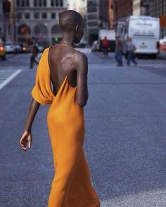 Streetstyle elegance via @cupro_, source Grace Bol