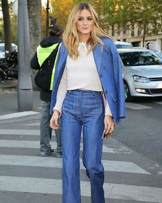 Flared jeans are back.👖The lovely Olivia Palermo knows how to style your flare jeans for fall. #oliviapalermo #flaredjeans #jeans #denim #trend #fall #falltrend #pfw #paris #parisfashionweek #fashionweek #paris🇫🇷