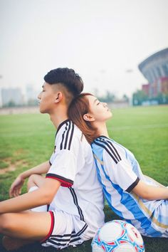 个性足球主题情侣搭档图片很温馨 想你的时候,你却不在我的眼前