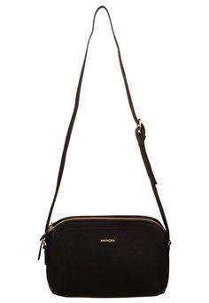 Purses And Handbags, Leather Handbags, Trendy Purses, Classic Handbags, Popular Bags, Cute Bags, Casual Bags, Fashion Bags, Bag Accessories