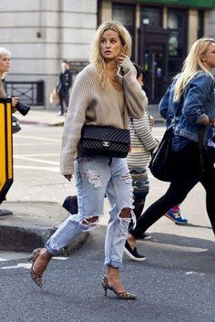 Street Style. Boyfriend jeans and leopard prints heels