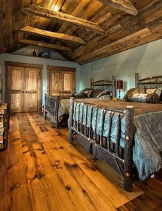 Affordable DIY Tiny House Remodel Ideas to Copy Right Now Reclaimed Hardwood Flooring, Wide Plank Flooring, Hardwood Floors, Cabin Homes, Log Homes, Rustic Home Design, Cabin Interiors, Rustic Interiors, Pine Floors