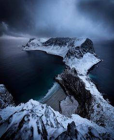 "2,052 Me gusta, 24 comentarios - LOFOTEN (@lofoten) en Instagram: ""Storm coming... Værøy, @Lofoten  #Lofoten photo by @einarroy"""