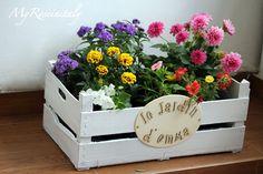 Idee fai da te per il giardino. Decorare con le cassette della frutta e verdura e renderle fioriere da regalare