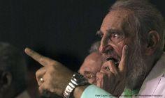 HAVANA, AKARPADINEWS.COM | FIDEL Castro hadir di hadapan publik yang merayakan…