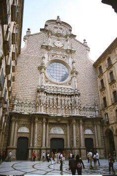 2005 - Claustre i Façana de la Basílica del Monestir la Mare de Déu de Montserrat.