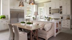 Designing Home: Steps to Create a Cosy Kitchen Kitchen Island Booth, Kitchen Table Bench, Kitchen Island With Seating, Kitchen Islands, Island Bench, Kitchen Booths, Kitchen Banquette, Kitchen Island With Table Attached, Kitchen Cabinets