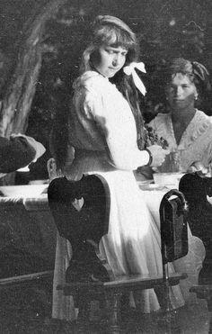 Risultati immagini per Olga - Anastasia romanov Familia Romanov, Romanov Sisters, Anastasia Romanov, Grand Duchess Olga, House Of Romanov, Alexandra Feodorovna, Tsar Nicholas Ii, Imperial Russia, Kaiser
